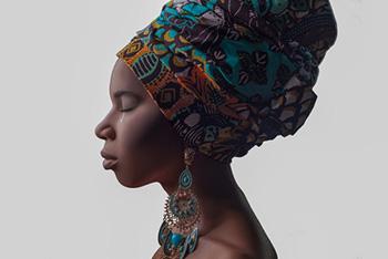 Afrikanische Frau weint