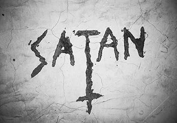 Schriftzug Satan auf Wand